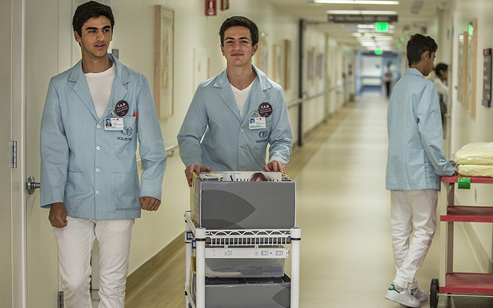 Cedars-Sinai Teen Volunteers delivering items to patients