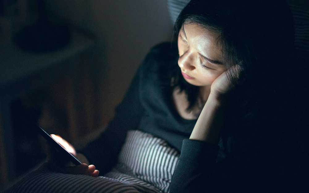 sleep myths, blue light, screen time, getting to bed