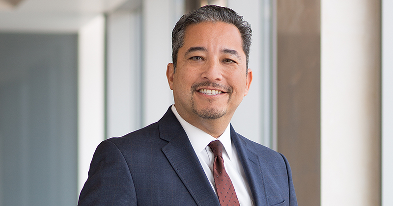 Head shot of Cedars-Sinai Senior Vice President of Human Resources Andy Ortiz