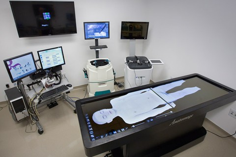 The VR skills room is one of the most requested simulators in the center. Here we have an anatomy table that's perfect for standing demonstrations, as well as practice in GI/ bronchoscopy procedures, laparoscopic, hysteroscopic, urologic, neurologic and cardiovascular procedures, ultrasound procedures and robotic surgery.